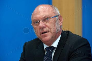 Berlin  Deutschland  Ulrich Schneider  Hauptgeschaeftsfuehrer von Der Paritaetische Gesamtverband