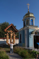 Chisinau  Moldau  Kapelle und Kreuz in der Klosteranlage von Ciuflea