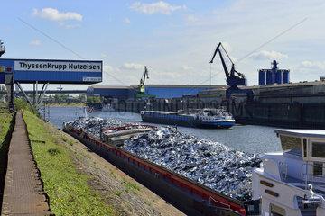 Deutschland  Nordrhein-Westfalen- Schrottinsel im Duisburger Binnenhafen