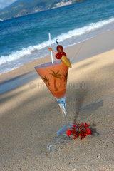 St. Georges  Grenada  ein Cocktail am Strand