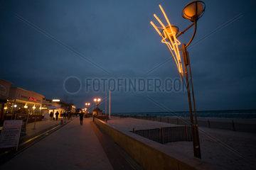Groemitz  Deutschland  Strandpromenade am Abend