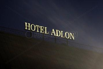 Berlin  Deutschland  Schriftzug des Hotel Adlon bei Nacht