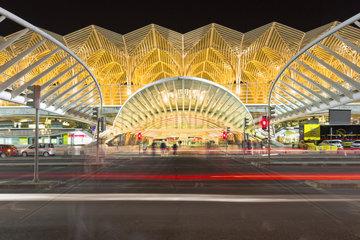 Bahnhof Oriente  Garo do Oriente bei Nacht  Lissabon  Portugal  Europa