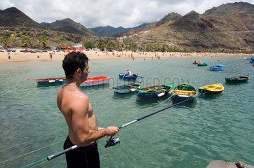 San Andres  Spanien  Badegaeste am Playa de Las Teresitas
