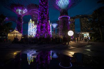 Singapur  Republik Singapur  Weihnachts-Wunderland in den Gardens by the Bay