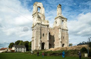 Mont-Saint-Eloi  Frankreich  die Ruine der Abteikirche