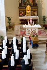 Heitersheim  Deutschland  Schwestern bei einer Beerdigungszeremonie