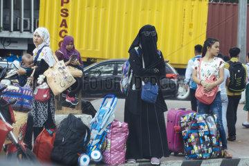 Vollverschleierte Muslima im Strassenbild