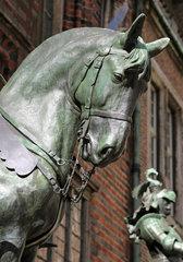 Bremen  Deutschland  Detailaufnahme  Ritterfiguren am Ostportal des Alten Bremer Rathauses
