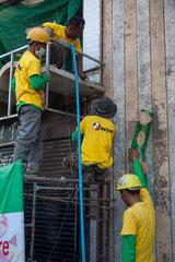 Yangon  Myanmar  Bauarbeiter auf einer Baustelle