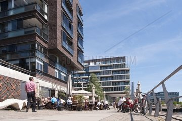 People in front of a restaurant in the HafenCity Hamburg