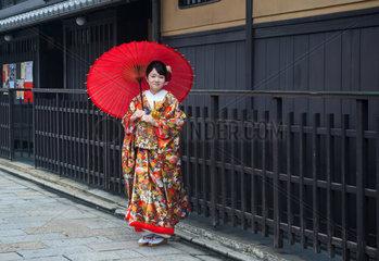 Kyoto  Japan  Junge Frau im Kimono