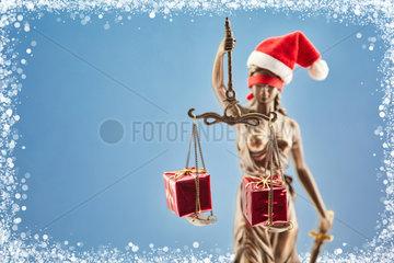 Weihnachten mit Justitia und Geschenken