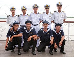 Phnom Penh  Kambodscha  die Schiffscrew der Yajavarman