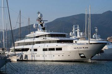Genua  Italien  Luxusyachten im Hafen von Genua