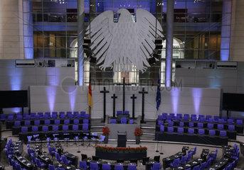 Volkstrauertag 2018  Gedenkrede durch den franzoesischen Praesidenten Macron  Bundestag