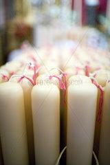 Sevilla  Spanien  weisse Kerzen fuer die Karlswoche