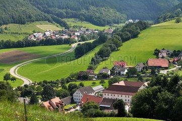Oberried  Deutschland  Landstrasse durch Oberried im Schwarzwald