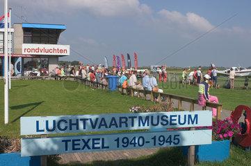 De Cocksdorp  Niederlande  Propellerflugzeuge auf dem Flugplatz von Texel
