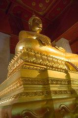 Ayutthaya  Thailand  sitzender Buddha in der Tempelanlage Wat Yai Chai Mongkon