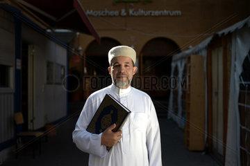 Berlin  Deutschland  Imam Taha Sabri leitet die Dar Assalam Moschee
