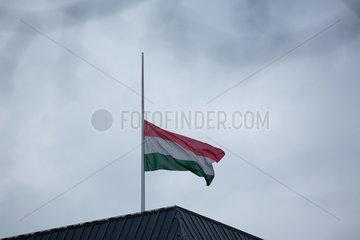 Berlin  Deutschland  Italienische Fahne auf Halbmast