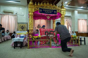 Yangon  Myanmar  Gottesdienst in einem Sikh-Tempel