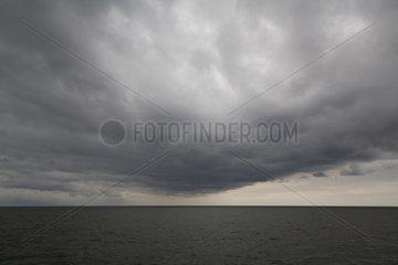 Hoernum  Deutschland  Regenwolken ueber der Nordsee bei Sylt