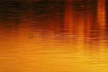 Farben der Sonne... Sonnenuntergang spiegelt sich im Wasser