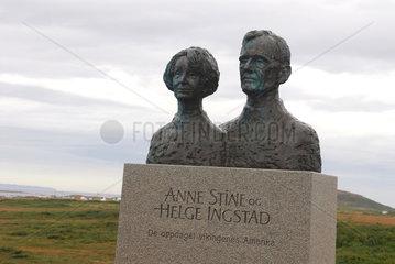 L'Anse aux Meadows  Kanada  Denkmal fuer Anne-Stine und Helge Ingstad