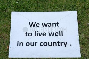 Republik Moldau  Chisinau - Politische Botschaft vor dem Regierungssitz