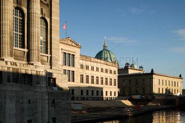 Berlin  Deutschland  Museumsinsel im Abendlicht in Berlin Mitte