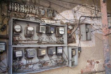 Havanna  Kuba  Stromzaehler in einem Wohnhaus in Centro Habana