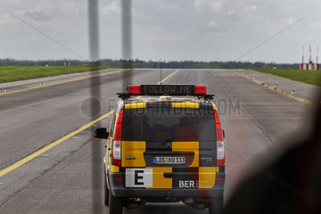 Schoenefeld  Deutschland  Sanierungsarbeiten an der Start- und Landebahn am Flughafen BER