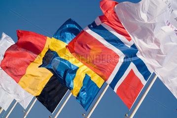 Frankreich  wehende Nationalflaggen