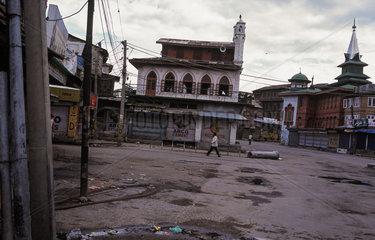 Srinagar  Indien  Strassenszene waehrend der Ausgangssperre