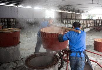 CHINA-ZHEJIANG-SHAOXING-RICE WINE-BREWING (CN)