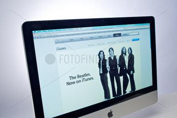 Hamburg  Deutschland  Apple-Internetseite mit Werbung fuer iTunes auf einem Apple-iMac
