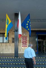 Oppeln  Polen  Flaggen am Sitz der Selbstverwaltung der Woiwodschaft Oppeln