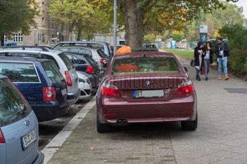 Berlin  Deutschland  Parkplatzprobleme am Zeppelinplatz
