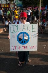 Yangon  Myanmar  Demonstranten auf einer Friedensdemonstration