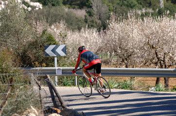 Mancor de la Vall  Spanien  Radfahrer bei Mancor
