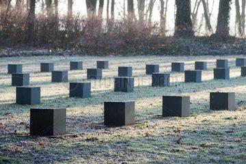 Berlin  Deutschland  Gedenksteine fuer Kriegsopfer auf dem St. Hedwig-Friedhof IV