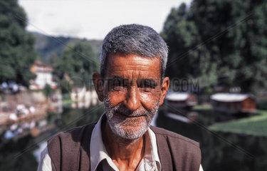 Srinagar  Indien  Portraet eines Mannes