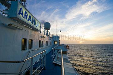 Franzoesisch-Polynesien  Sonnenuntergang ueber dem Pazifik