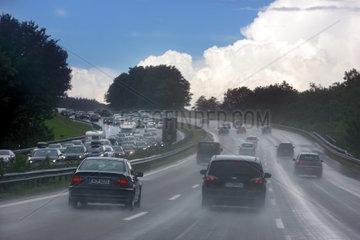 Dettendorf  Deutschland  regennasser Asphalt auf der Autobahn A8