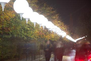 Berlin  Deutschland  Ballons der Lichtgrenze zum 25. Jahrestag des Mauerfalls