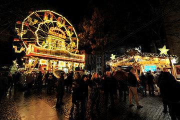 Bielefeld  Deutschland  Rummel mit Riesenrad auf dem Weihnachtsmarkt