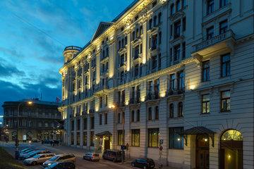 Warschau  Polen  das Bristol Hotel am Abend