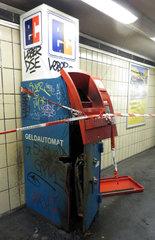 Berlin  Deutschland  aufgesprengter Geldautomat in der Vorhalle des U-Bahnhofs Kaiserdamm